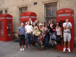 Rencontrez des gens du monde entier lorsque vous étudiez en Angleterre ou à l'étranger grâce à Expat Student